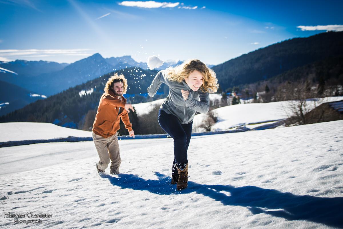 bataille de boules de neige en chartreuse une s ance couple fun dans la neige matthieu. Black Bedroom Furniture Sets. Home Design Ideas