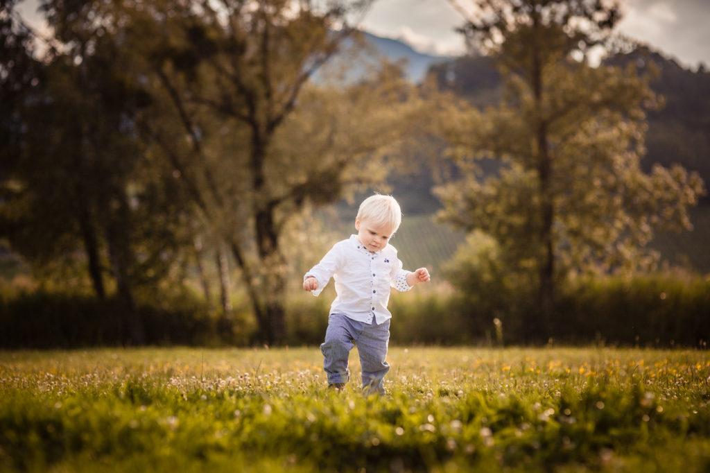Les premiers pas d'un bébé