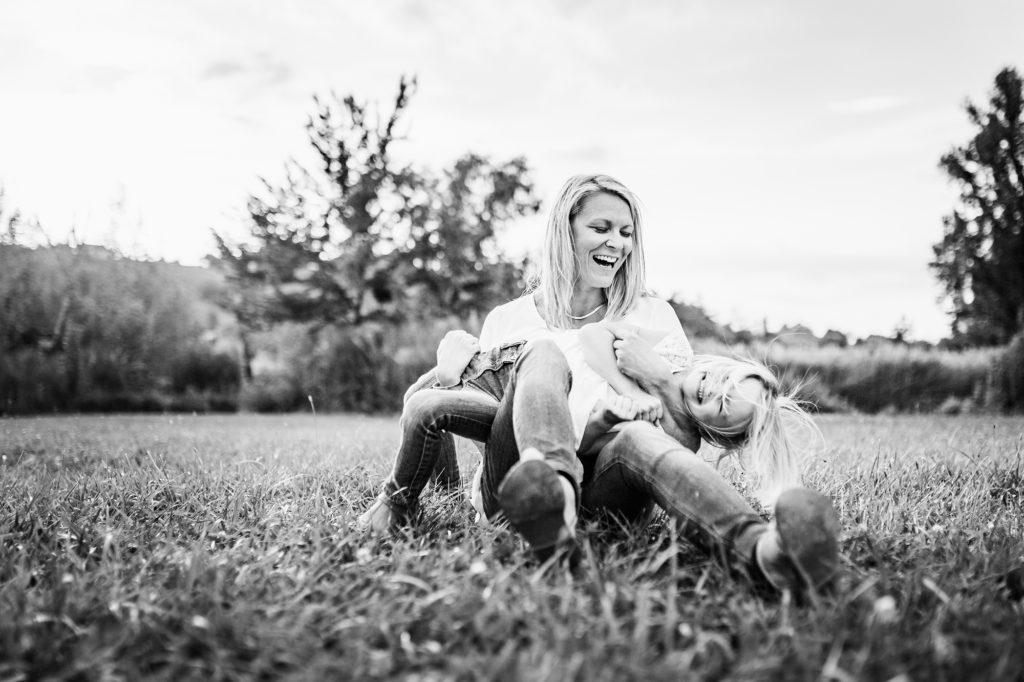 Complicité mère et enfant séance photo famille