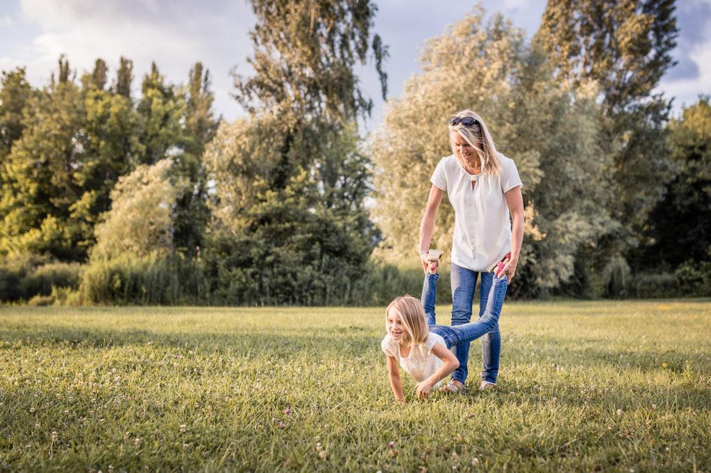 Jeu mère et enfant. Matthieu Chandelier photographe famille