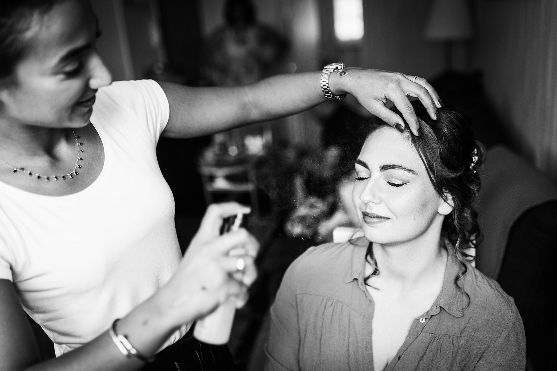 Les préparatifs de la mariée - Photographe de mariage en Savoie