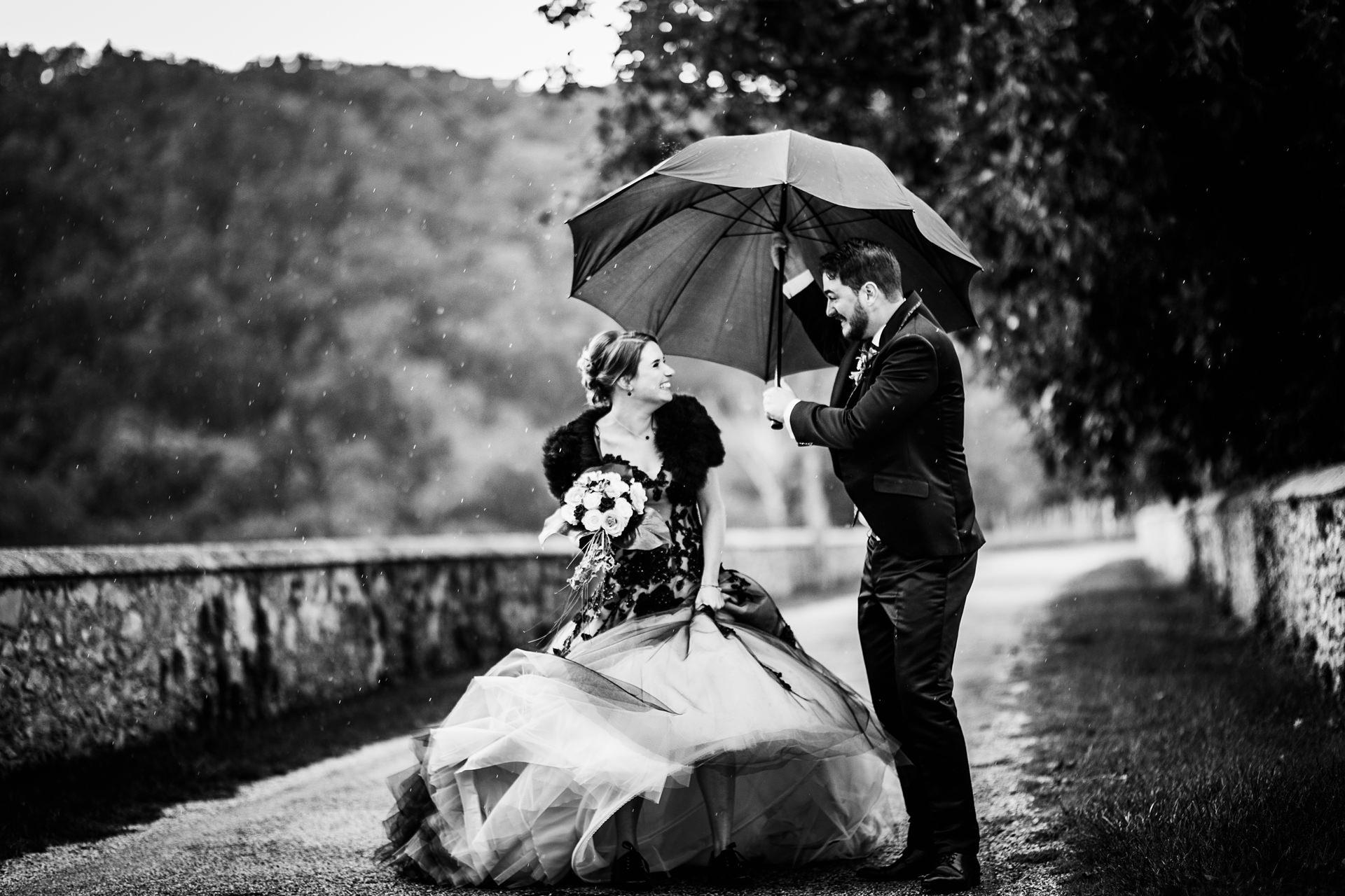 Mariage sous la pluie - photographe mariage Rhône-Alpes Chambéry Annecy