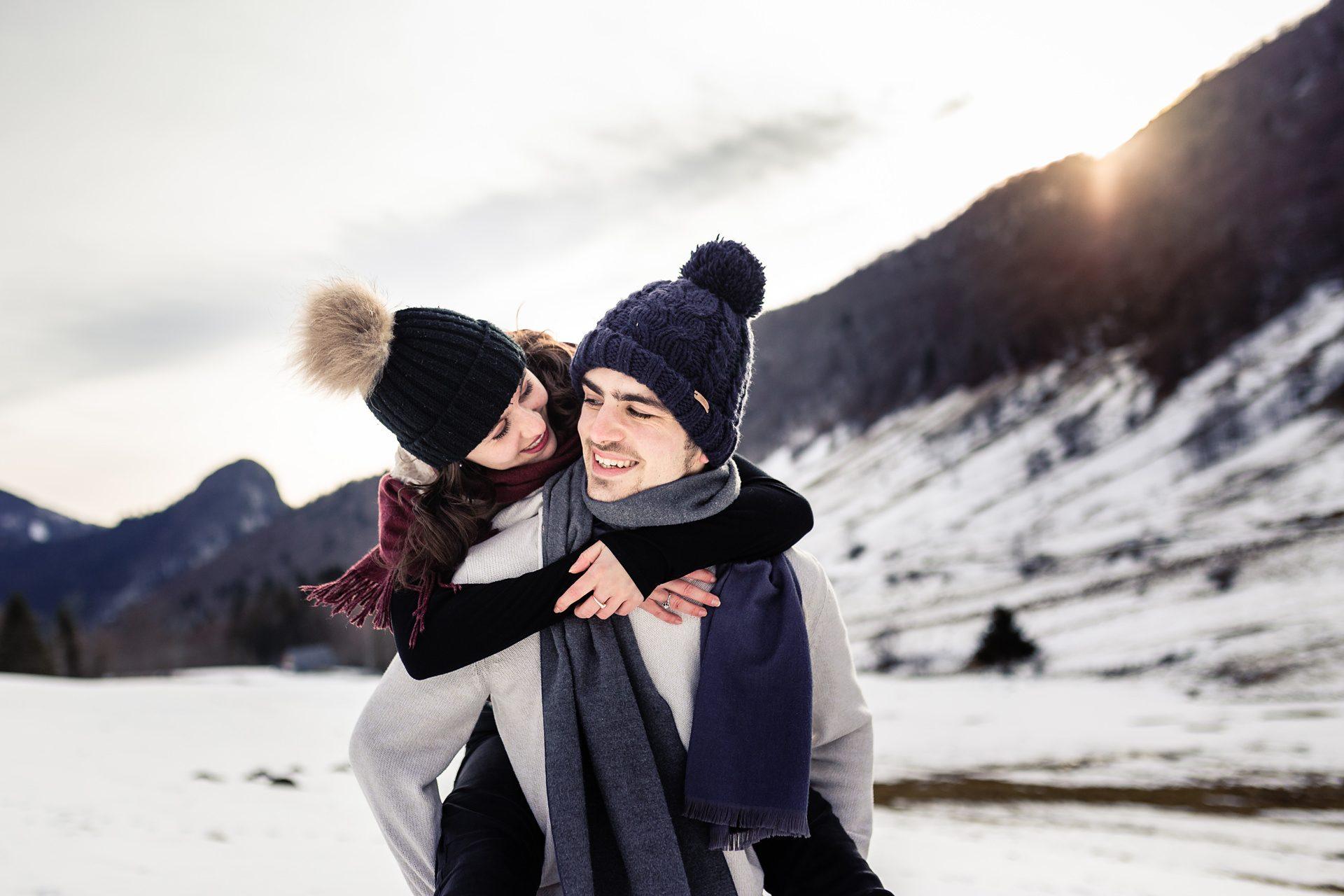 Photographe couple Alpes dans la neige